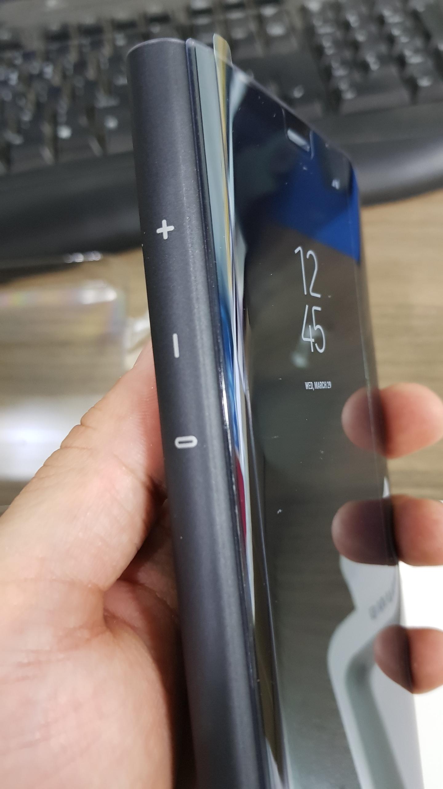 갤럭시 S8 플러스 클리어뷰 스탠딩 커버 좌측면
