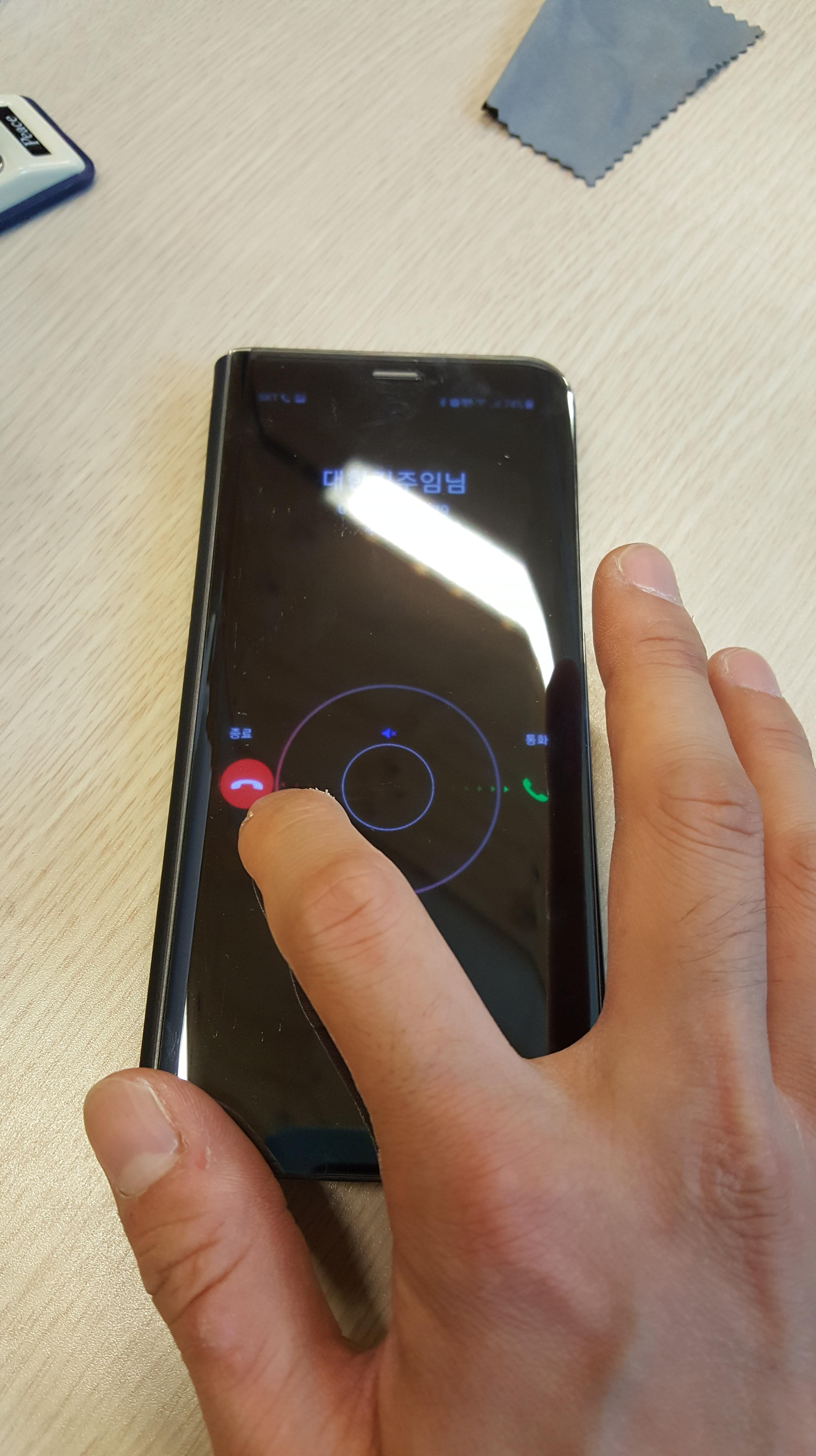 갤럭시 S8 플러스 클리어뷰 스탠딩 커버 전화받기